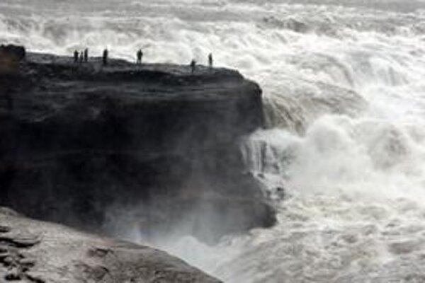 Vodopád Gullfoss v kaňone rieky Hvítá na Islande.