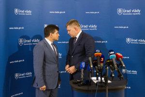 Minister školstva za SNS Peter Plavčan s premiérom Robertom Ficom.