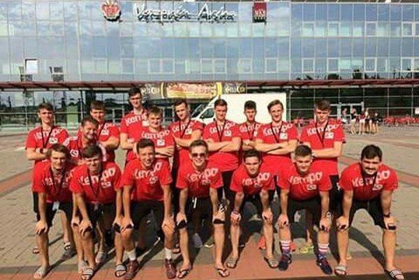Topoľčianski dorastenci pod vedením Dezidera Jakubičku obsadili vo Veszpréme konečné 9. miesto.