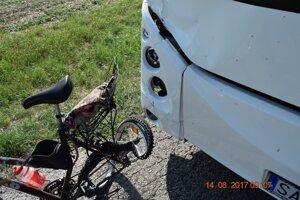 Nehoda sa stala na rovnom úseku cesty.