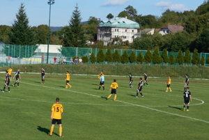 Stará Turá (v žltom) zdolala Chocholnú-Velčice o gól.