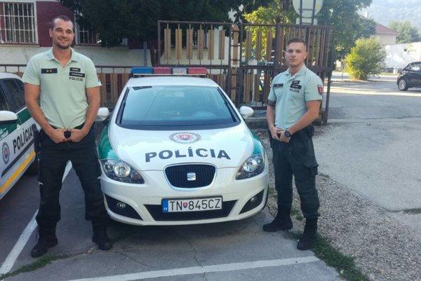 Andrej Kováč a Erik Hajro. Rozrušeného muža zachránili zo strechy.