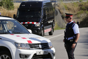 Španielska polícia pri meste Subirats.
