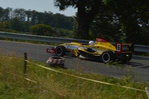 Najrýchlejším z domácich jazdcov na Ostrej Lúke bol Denis Suja jazdiaci na formule Tatuus FR2000