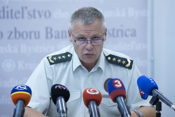 Riaditeľ KR PZ Štefan Šurka na tlačovej konferencii.