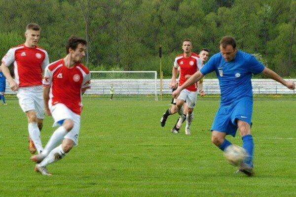 Ivan Šebík (vpravo) poistil víťazstvo FK Čadca.