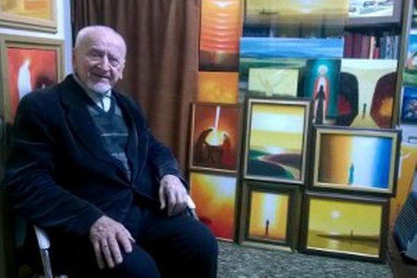 Ladislav Záborský so svojimi výtvarnými dielami.