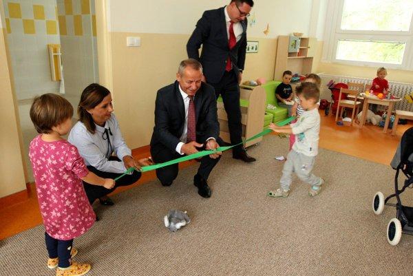 Pásku na novej škôlke dnes prestrihol primátor Ján Nosko.