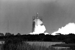 Štart rakety Titan III-Centaur z Mysu Canaveral 20. augusta 1977. Sonda Voyager 2 sa nachádza v prednej časti rakety.