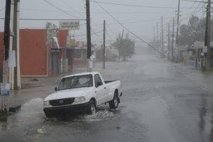 Portoriko sužuje silný dážď a vietor.