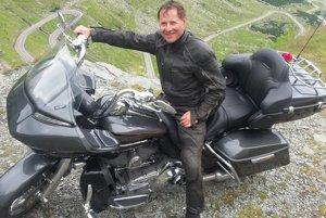 Úžasný relax. Európu prešiel na motorke Kawasaki voyager.