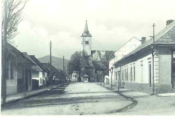 Zbúraním garbiarní sa otvoril priestor až ku kostolu.