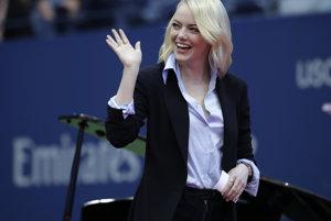Herečka Emma Stone počas otváracieho ceremoniálu.