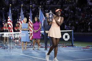 Americká tenistka Sloane Stephensová s trefejou pre víťazku US Open.