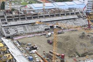 September 2017. Výstavba napreduje, štadión po dokončení v roku 2018 pojme 23-tisíc divákov.