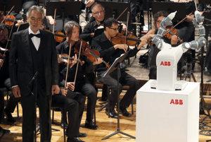 Bocelliho koncert dirigoval robot.