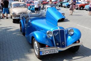 Historický automobil Aero 30 z roku 1936. Majiteľom je Ladislav Eliáš z Rimavskej Soboty, ktorý svoje auto vlastní od roku 1980.