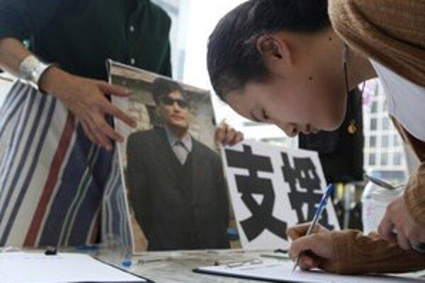 Podporu slepému právnikovi vyslovujú aj ľudia v petícii.