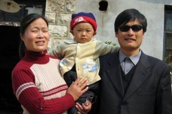 Čchen Kuang-čcheng s manželkou a synom.