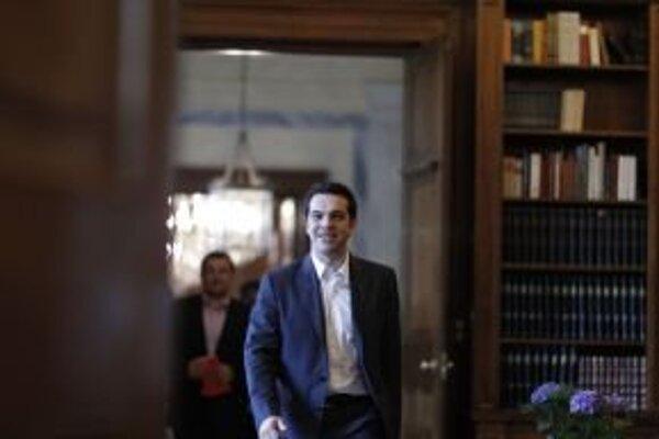 Líder Zjednotenej radikálnej ľavice (SYRIZA) Alexis Tsipras prichádza na prijatie u gréckeho prezidenta Karolosa Papuliasa v Aténach.
