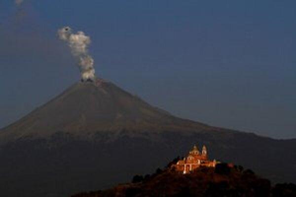 Pohľad na známy vulkán z mesta Cholula.