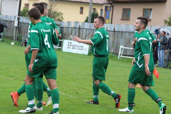 Futbalisti Jasenice zvládli aj tretí duel na domácej pôde proti oravskému tímu.