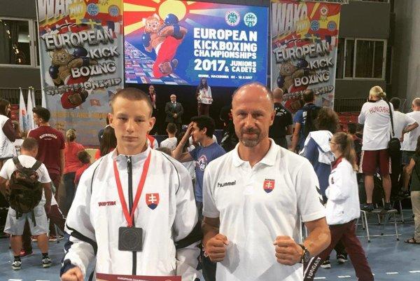Strieborný kadet. Adrián Čulík s trénerom Petrom Onuščákom.