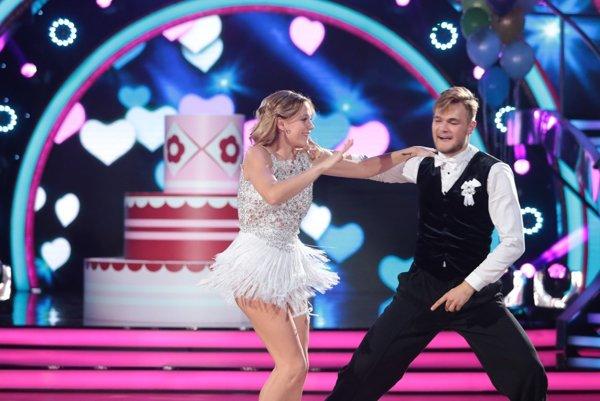 Filip Buránsky s tanečnou partnerkou Emmou Drobnou.