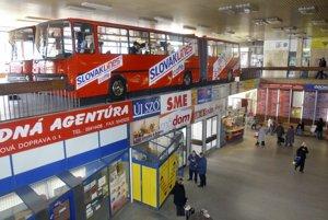 V roku 2006 v nej na poschodí bola kaviareň z dvoch spojených autobusov