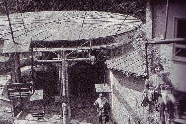 Údolná stanica lanovky k jaskyni.