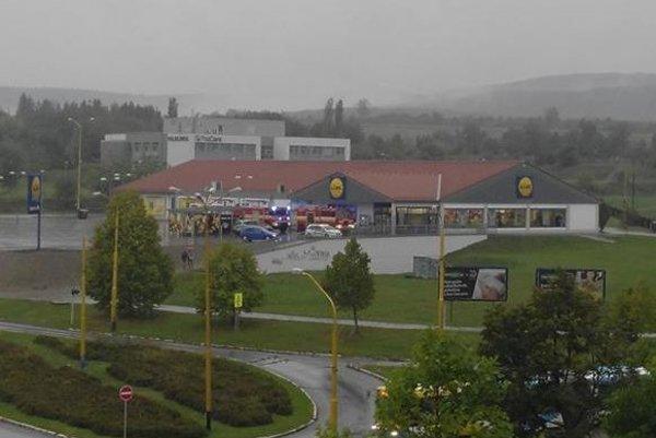 Požiar uhasili hasiči.