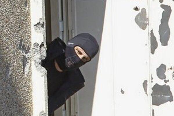 Policajt na mieste prestrelky s Merahom.