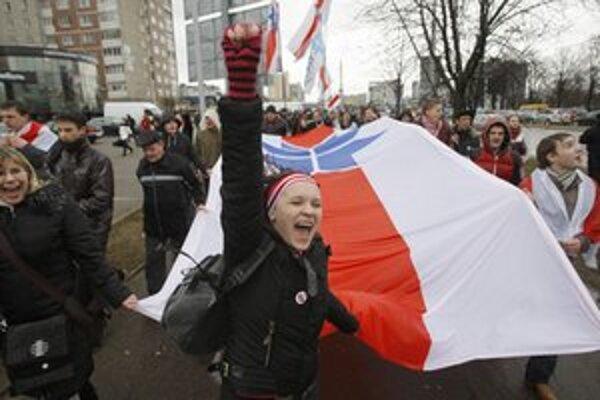 Stúpenci opozície v bieloruskej metropole.