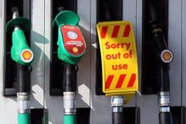 Predaj benzínu sa v Británii zvýšil o vyše 80 percent.