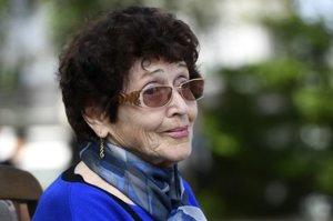 Ružena Becková, najstaršia žijúca členka rodiny Steinerovej, sa osádzania kameňov osobne zúčastnila.
