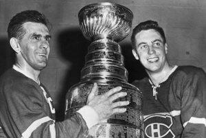 Maurice Richard (vľavo) oslavuje Stanleyho pohár s Jeanom Beliveauom v roku 1958.