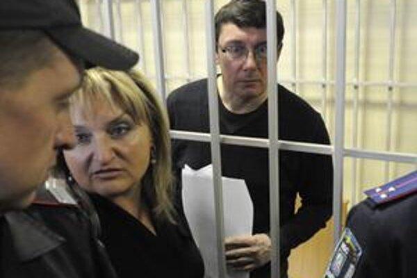 Na štyri roky bol odsúdený  aj exminister vnútra Jurij Lucenko, ktorý tiež proces sledoval z klietky.