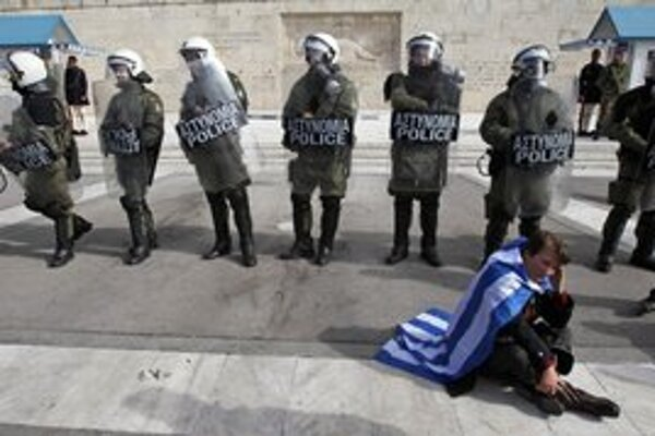 Gréci včera protestovali proti škrtom.
