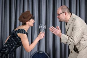 Lucia Ďuriš Nicholsonová a Richard Sulík v kabarete Brusel, neblázni!