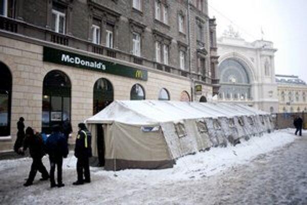 Stan pre bezdomovcov v blízkosti stanice Keleti.