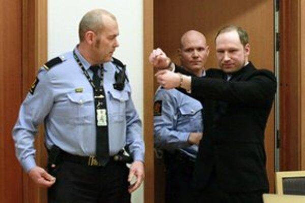 Breivik na súde v Osle.