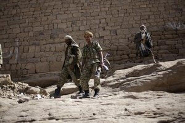 Jemenskí vojaci v meste Radda.
