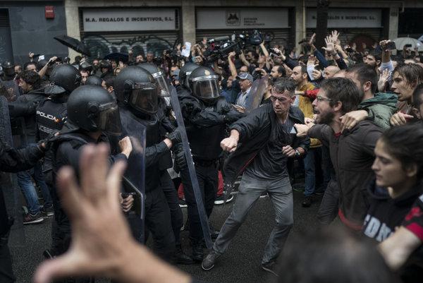Potýčky v uliciach Barcelony.