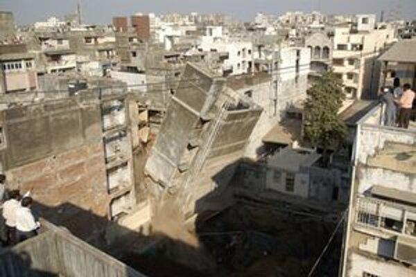 Pády starých i rozostavaných domov nie sú v indickej metropole ničím výnimočným.