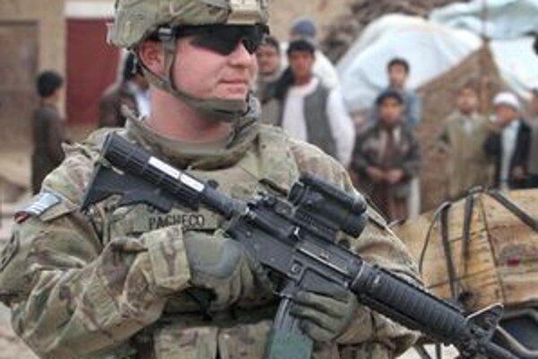 Počet amerických vojakov má klesnúť o 80tisíc za desať rokov.