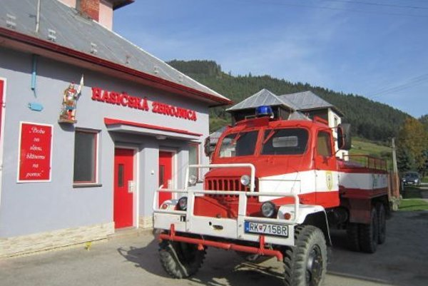 Staručká, ale zachovalá hasičská PV3S.