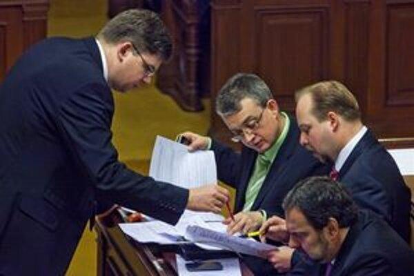 Návrh podporili zástupcovia koalície i opozície.