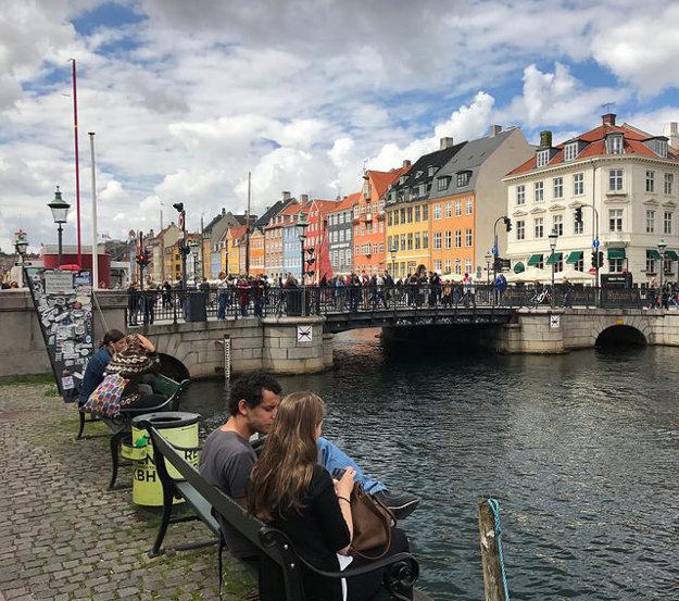 V okolí prístavu Nyhavn je vždy rušno