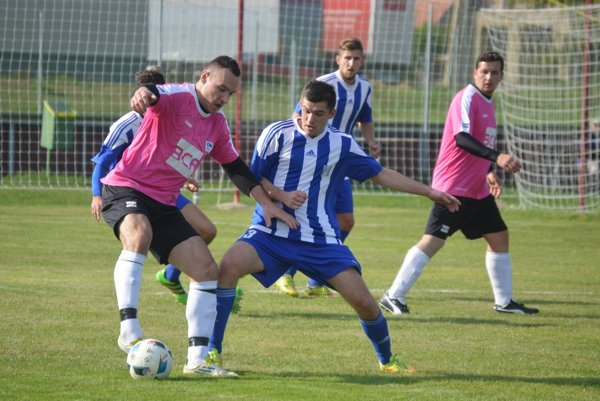 Zo zápasu FK Activ - Nesvady 0:0