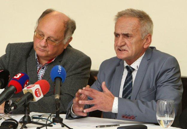 Pavel Greksa (vpravo) informoval, že v kampani bude pokračovať.